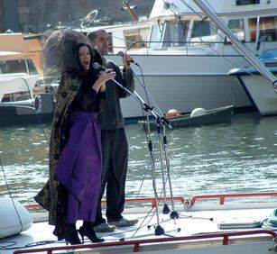 2007 Paris Carnival opera singers small.