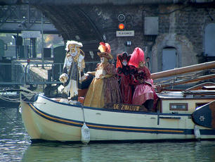 2007 Paris Carnival boats small.jpg