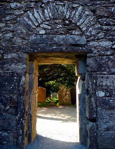 Glendalough-monastery1.jpg