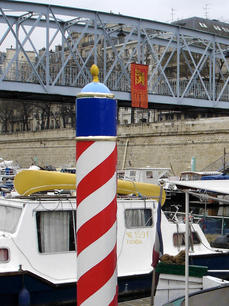 2007 mooring post and flag.jpg