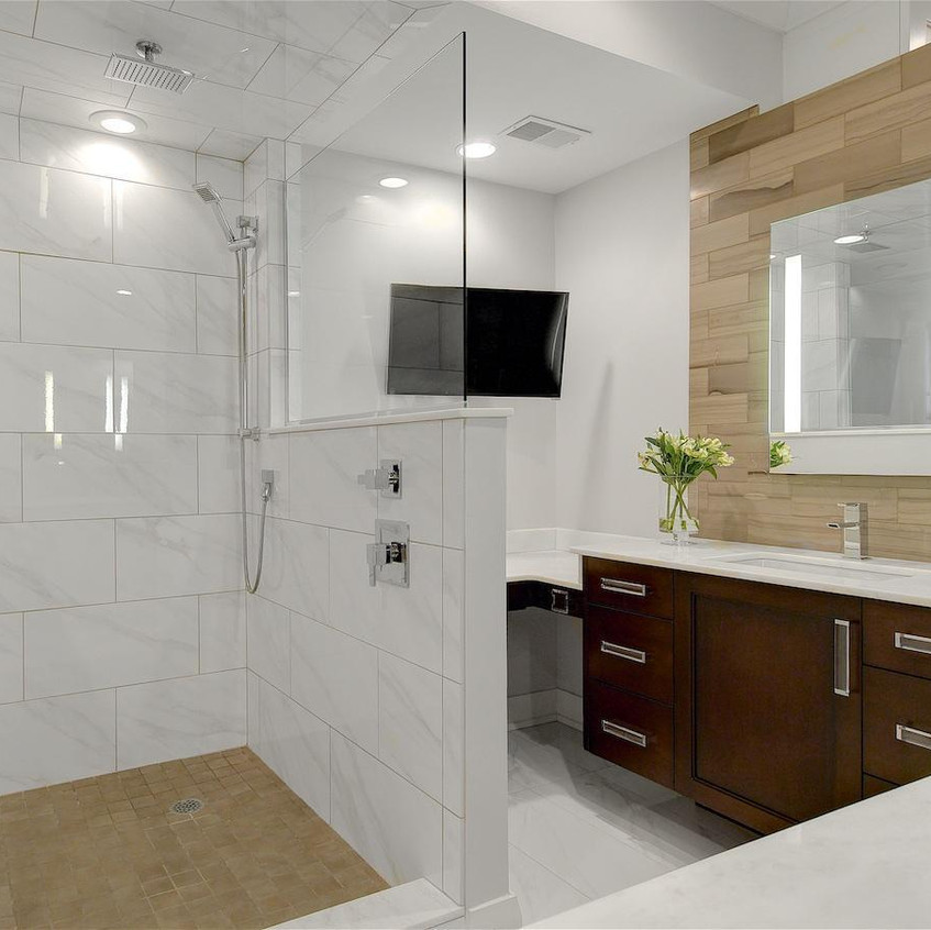 Beautiful form and function bathroom