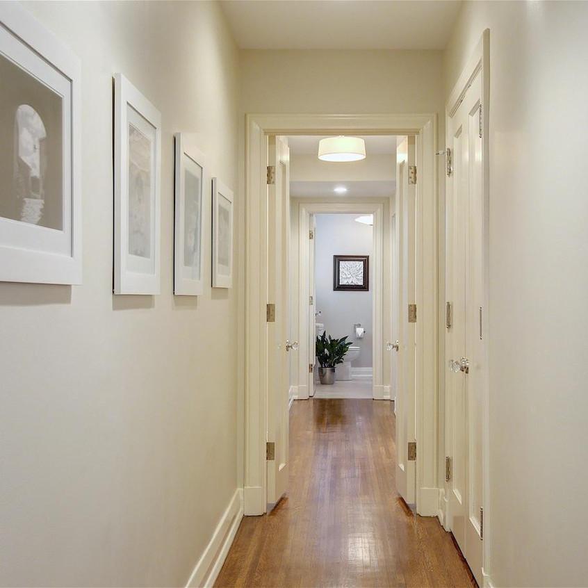 Elegant design lines in hallway