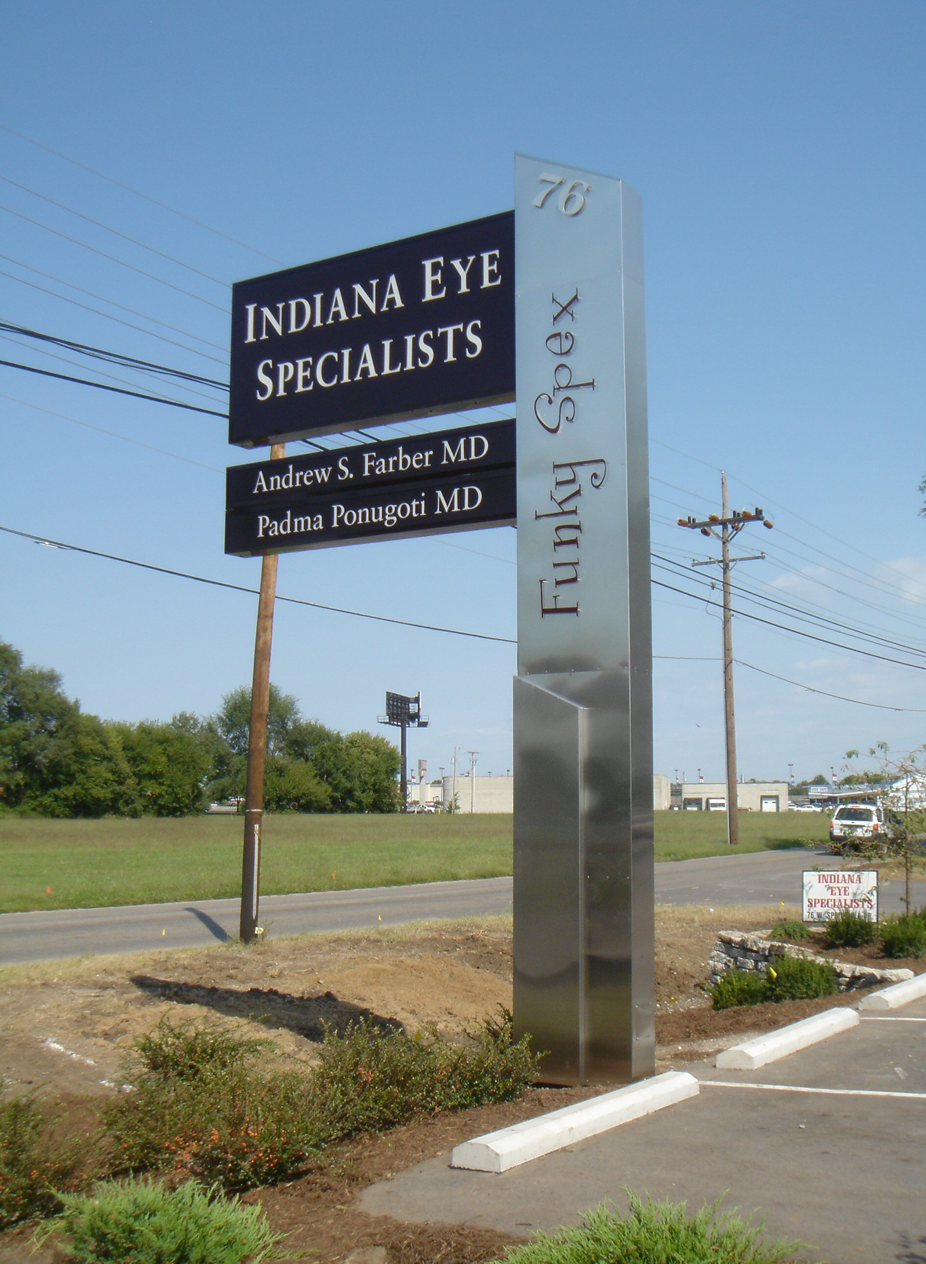 Eye Specialists pylon