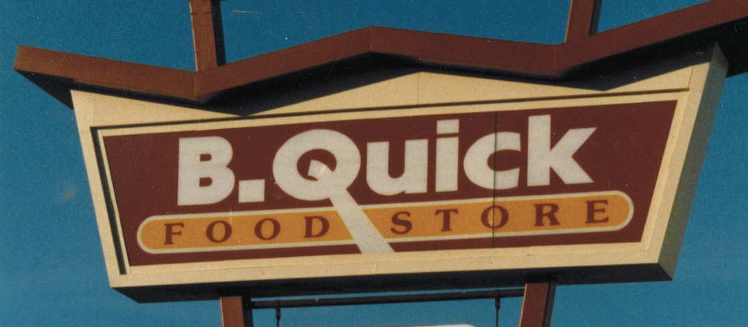 B Quick logo pylon