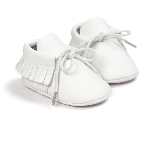 حذاء بدون كعب بأربطة وشراشيب أبيض