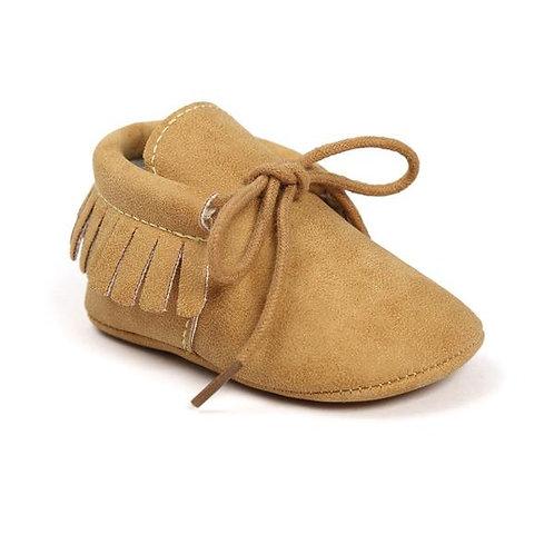 حذاء بدون كعب بأطراف شراشيب وأربطة كاكي