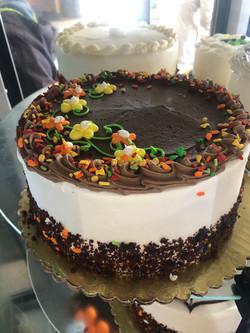 Chocolate and White Cake with Fudge
