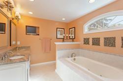7216 University Dr Richmond VA-large-023-22-Master Bathroom-1500x1000-72dpi
