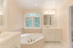 2 Raven Rock Ln Richmond VA-large-039-52-Master Bathroom-1500x1000-72dpi