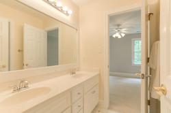 2 Raven Rock Ln Richmond VA-large-029-27-Bathroom-1500x1000-72dpi