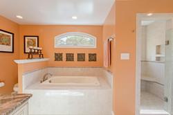 7216 University Dr Richmond VA-large-022-34-Master Bathroom-1500x1000-72dpi