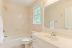 2 Raven Rock Ln Richmond VA-large-034-31-Bathroom-1500x1000-72dpi