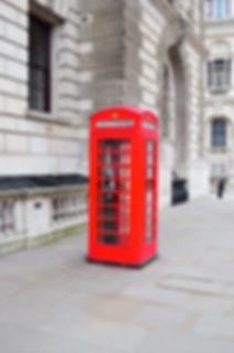 Red Phone box in London, England Cabine téléphonique rouge à Londres Royaume-Uni, English Apple Club, Cours d'anglais, cours, apprendre anglais, ateliers d'anglais, à domicile, pour les enfants, langues