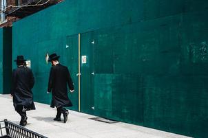 2 Chassidish men walking