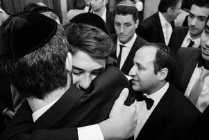 Chosson at the wedding in black and white