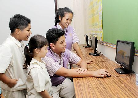 siswa sekolah internasional