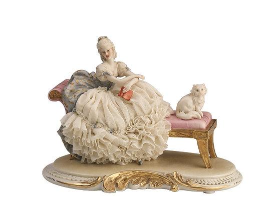 Lady on ottomana