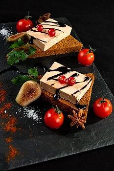 Pain d'épices nature ou figues ou piment d'espelette: Foie gras mi cuit oupoêlé