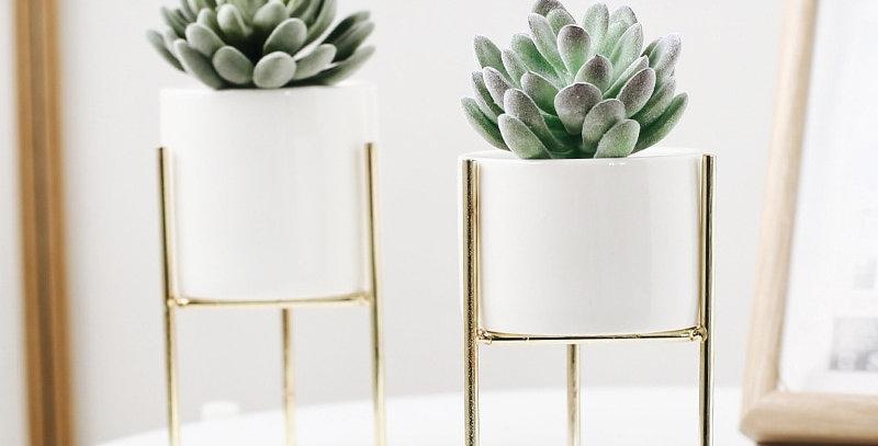Minimalistic Tabletop Vase