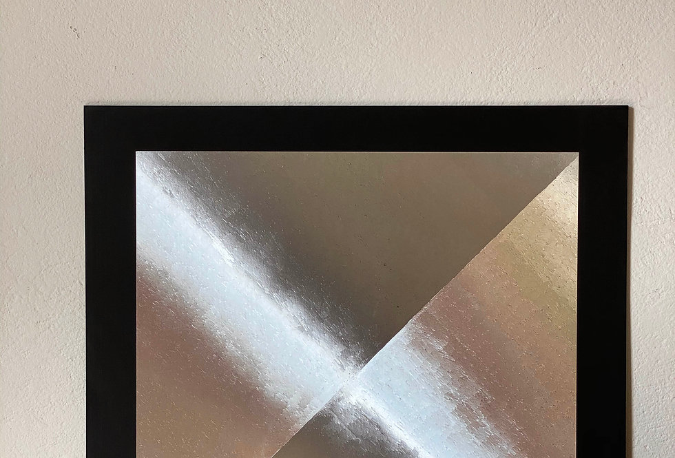 Abstract Center Triangle Handmade Gravure