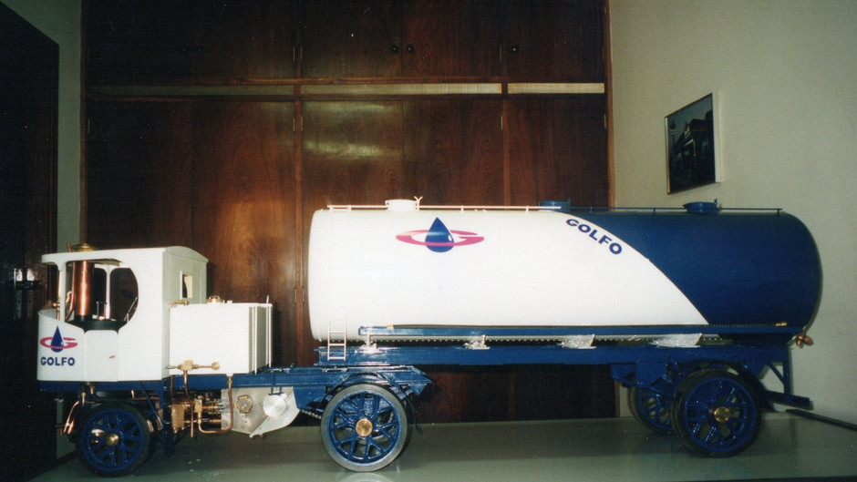 STEAM TRUCK CLAYTON  WITH ARTICULATED TRAILER