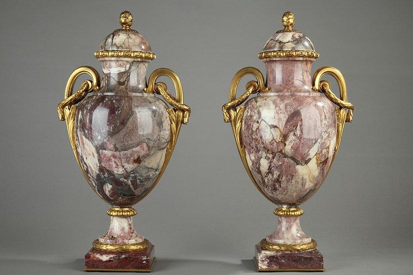 Paire De Vases Couverts En Marbre Sarrancolin Et Bronze Doré Signés Susse Frères