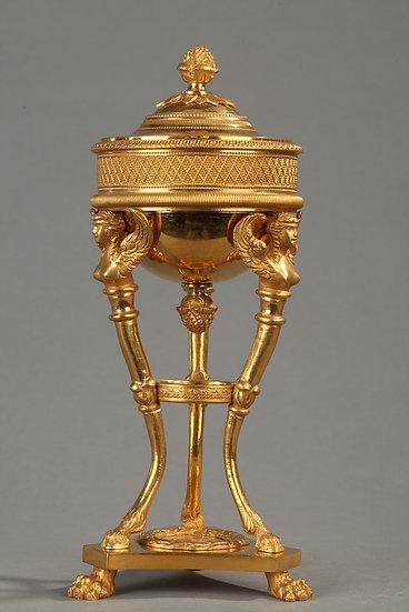 Candelero ateniense, bronce dorado y cincelado