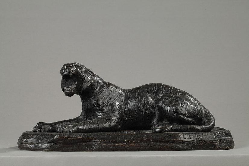 """Sculpture bronze """"Lionne"""" signée L.Carvin"""