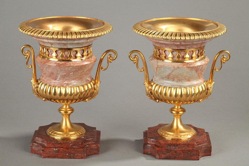 Paire vases médicis marbre rose, bronze doré