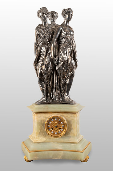 """""""Trois grâces"""" Importante et spectaculaire pendule en bronze argenté et onyx"""
