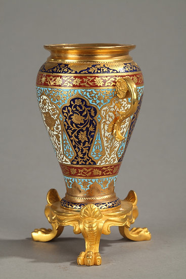 Petit vase en bronze doré et émail cloisonné à décor orientaliste