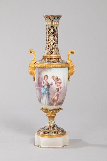 Vase à col en porcelaine émaillée, bronze doré , émail cloisonné.