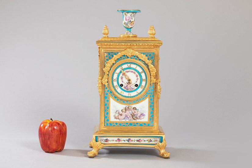 Pendule borne Louis XVI en bronze doré au mercure et porcelaine de Sèvres