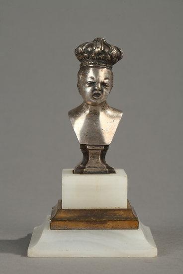 """Figuras """"El rey y la República"""" en bronce plateado."""