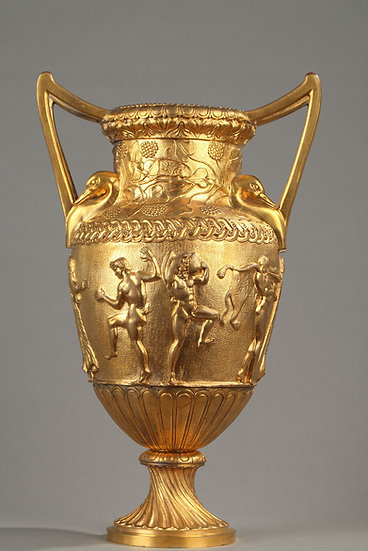 Grand vase à l'antique en bronze doré attr. à F. Barbedienne