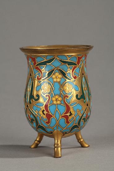 Paire de petits pots en bronze doré et émail cloisonné