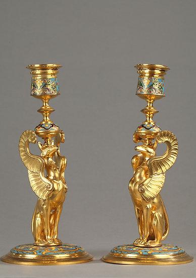 Bougeoirs aux griffons ailés F.Barbedienne en cloisonné et bronze doré