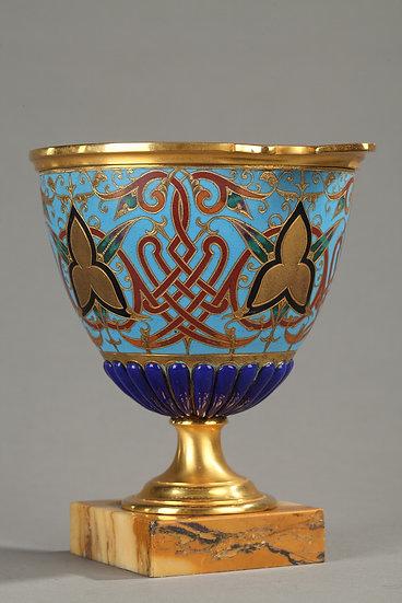 Coupe bleue en bronze doré et cloisonné