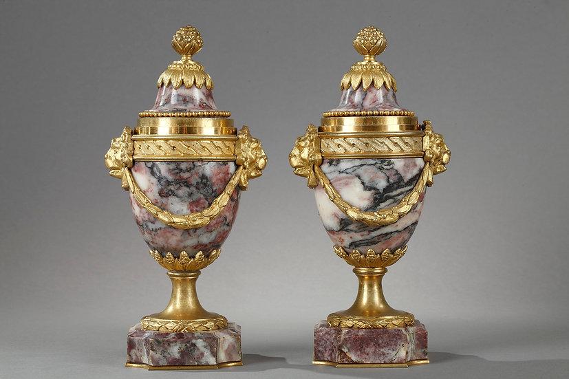 Superbes cassolettes réversibles en marbre et bronze doré