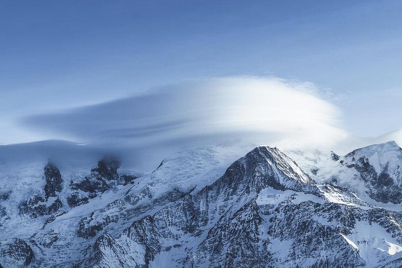 Mont blanc dans les nuages