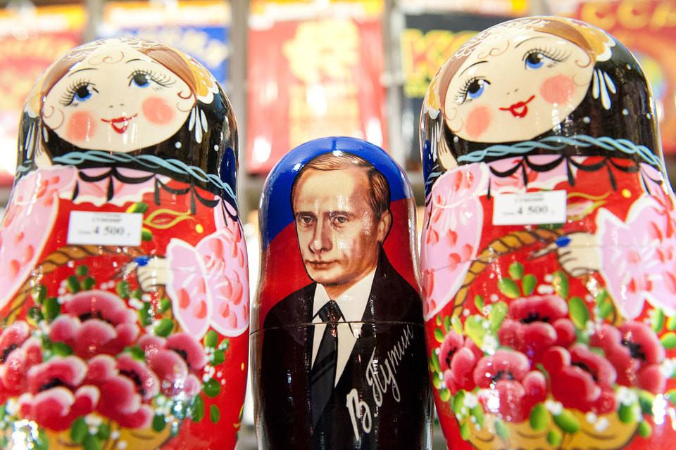 Матвиенко пожаловалась на «примитивные» матрешки в центре Москвы