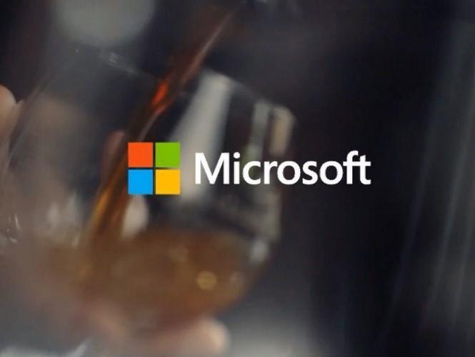 Microsoft патентует складное устройство с заполненным жидкостью шарниром