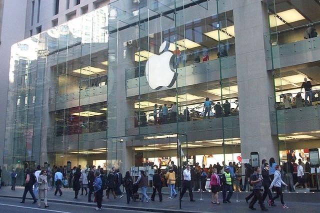Бывший инженер Apple подал в суд на компанию