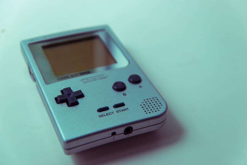 Необычный чехол от Nintendo превратит любой смартфон в игровую приставку Game Boy