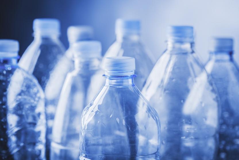 Ученые нашли способ превращать отходы из пластиковых бутылок в теплоизоляцию