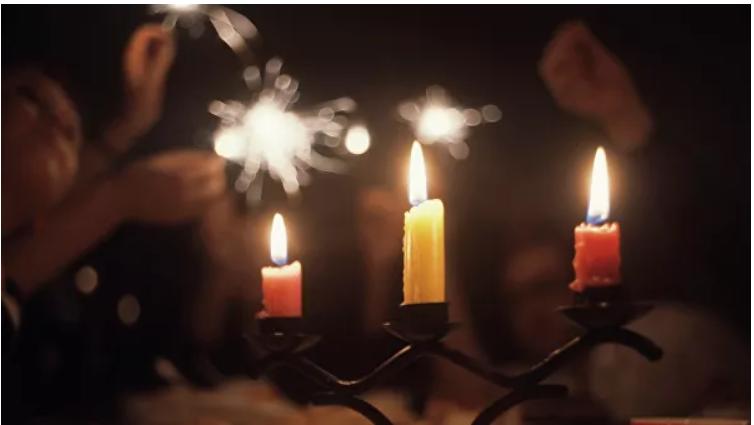 Курский спасатель изобрел безопасную самозатухающую свечу