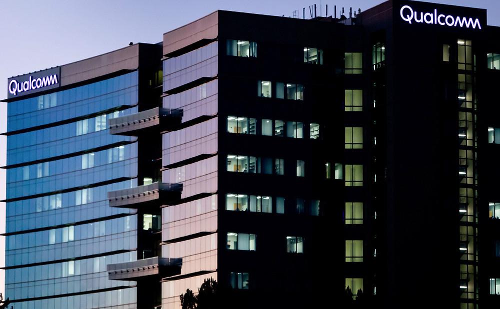 Qualcomm обвинила Apple в краже секретных данных для помощи Intel