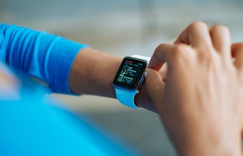 Компания Royole запатентовала «умные» часы с гибким экраном Компания