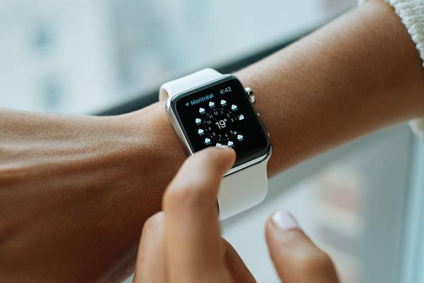 Новый Apple Watch смогут автоматически затягивать свой ремешок