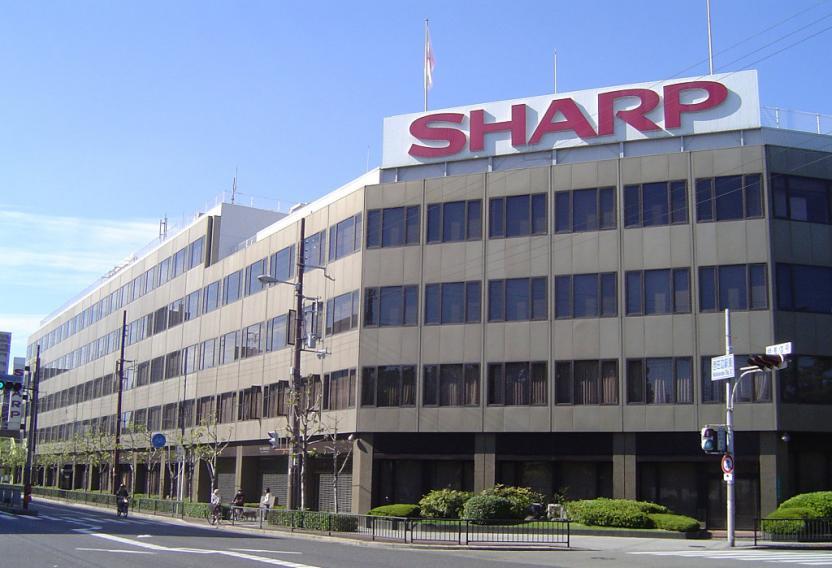 Скручивающиеся телевизоры Sharp прячутся в подставке